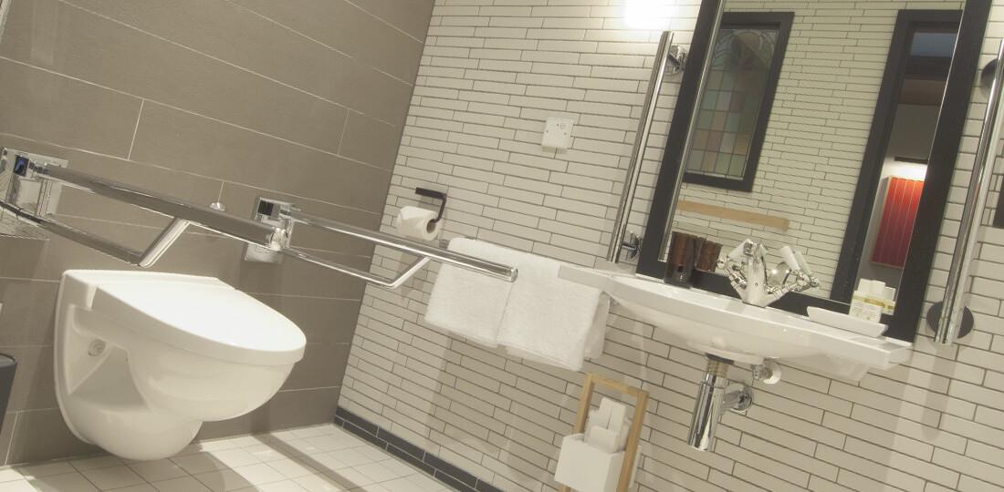 Поручни в санитарных узлах для инвалидов