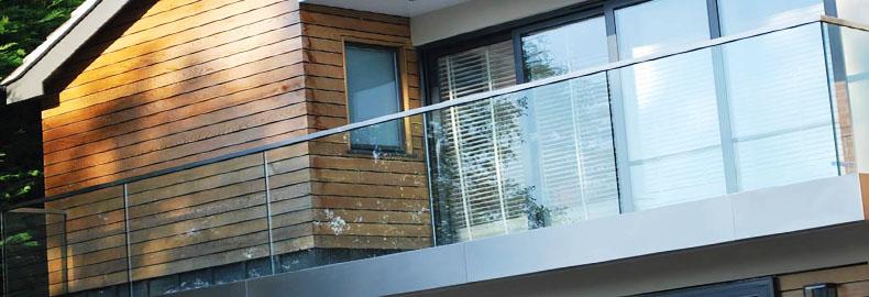 Стеклянные ограждения. Стеклянные перила для балконов